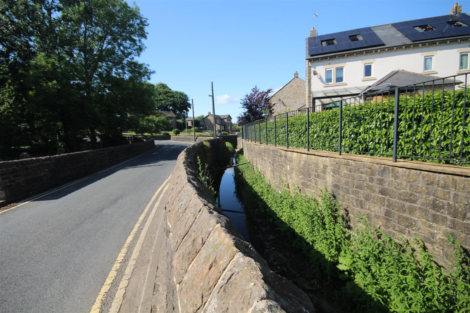 2 bedroom apartment To Let in Earby - IMG_7627.jpg